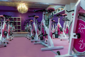 En m xico inaugura el gimnasio femenino de lujo gold s gym for Gimnasio femenino