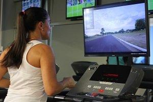 Dispositivo que se integra a las cintas y bicicletas para motivar a los socios