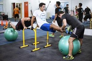 Entrenarse ayudando a otros, campaña de Step Ahead Fitness en Colombia
