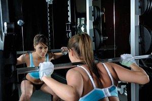 Muchos espejos en el gimnasio desalientan a las mujeres