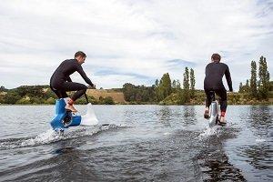 Bicicleta con hidroalas para pedalear sobre el agua