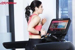 Clases virtuales de running en las cintas Life Fitness