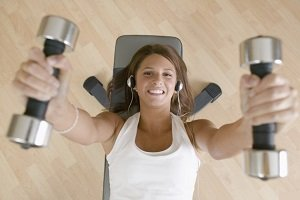 Entrenar con música mejora el rendimiento dentro del gimnasio