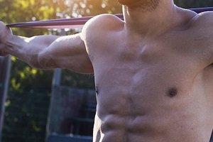 Arrestan socios por entrenar desnudo en el gimnasio