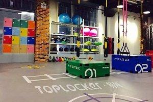 Presentan nueva línea de lockers de plástico para gimnasios