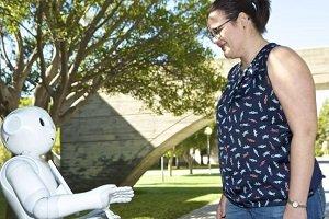 Desarrollan un robot para entrenar a personas mayores