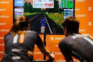 Zwift propone entrenamientos virtuales para ciclistas